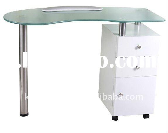 Luxury manicure table and chairs of salon furniture for for Nail table and chairs