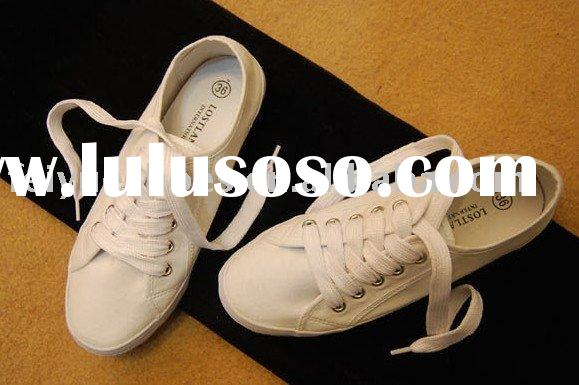 women simple white canvas shoes