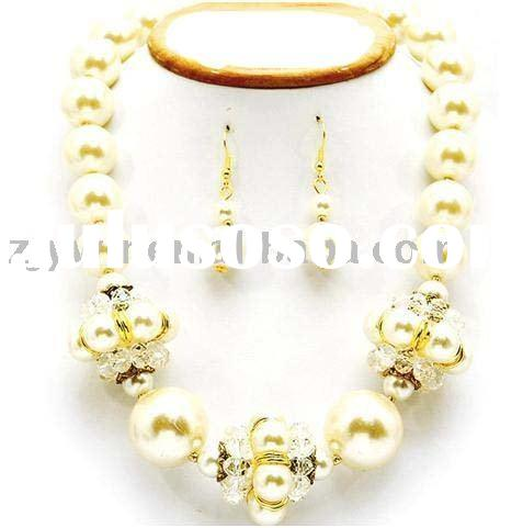 CHUNKY CREAM& GOLD PEARL NECKLACE SET COSTUME JEWELRY