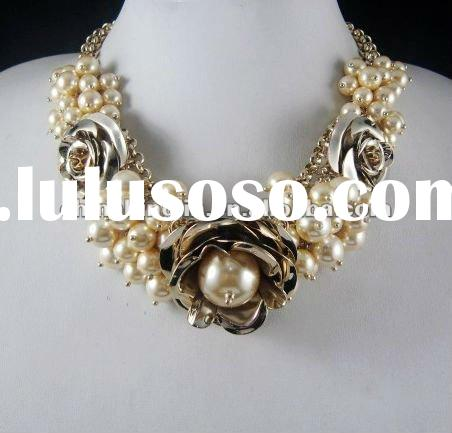latest pearl necklace,handmade beaded necklace,2012 fashion necklace jewlry