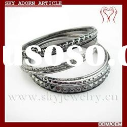 concise design of gold bangles