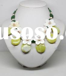 30% OFF! beautiful green with yellow beads and white flower made for the necklace for free ship,