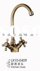 Antique Brass Double Handle Kitchen Sink Mixer (LX10-0409)