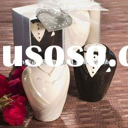 adorable bride and groom love salt pepper shaker gift set