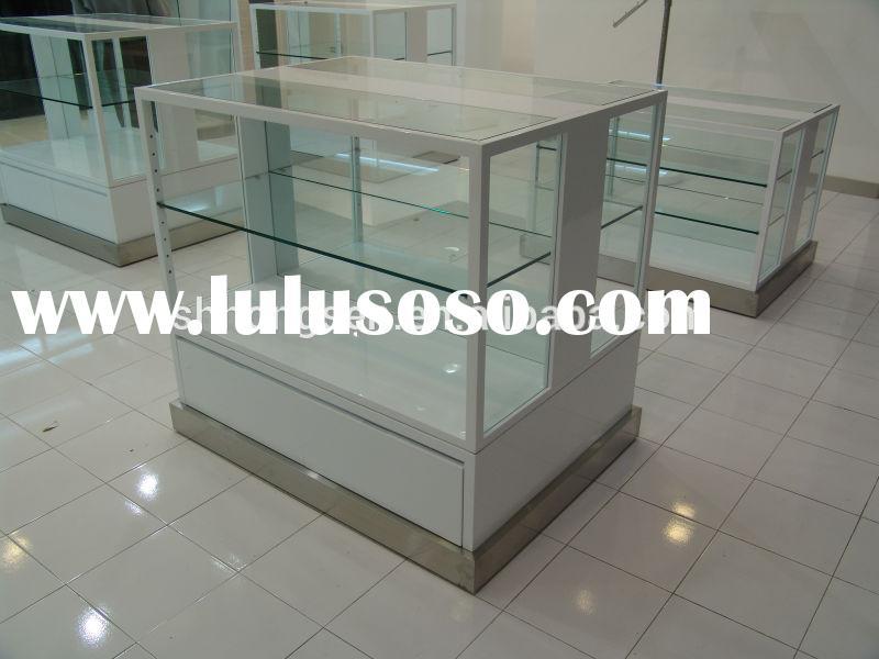 Cubic glass display case/display shelf for clothes